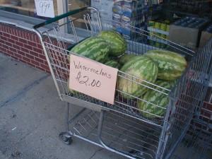 einkaufswagen-mit-melonen